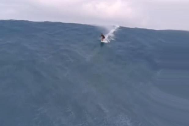 Surfeando una ola de 65 metros