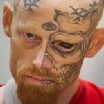 La peligrosa moda de tatuarse los ojos