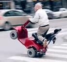 ¡¡¡Abuelo peligroso al volante!!!
